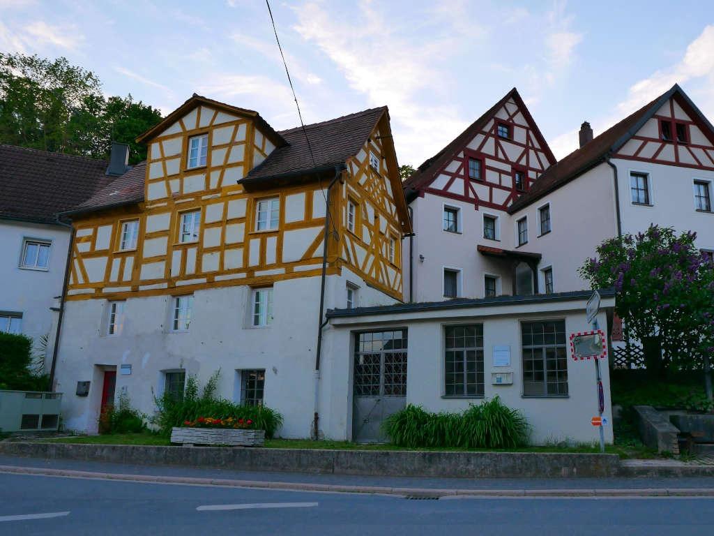 Kräuselhaus Bahnhofstraße